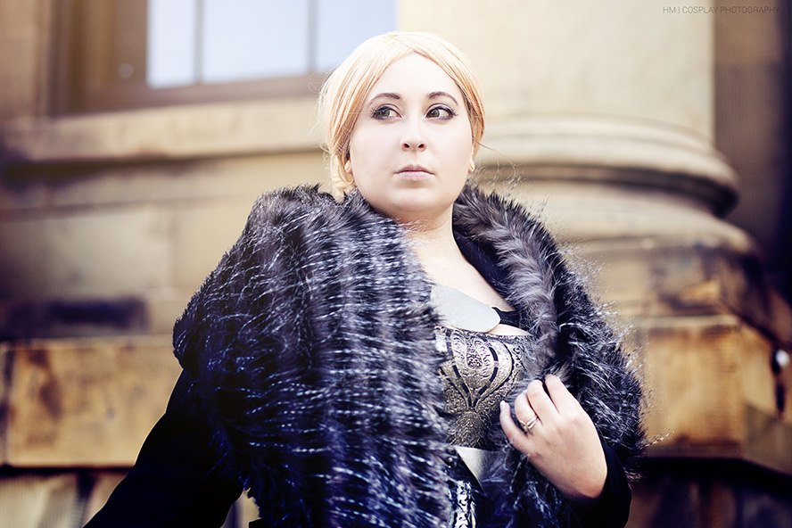 Queen-Anora-Mac-Tir-Dragon-Age-Inquisition-cosplay-2
