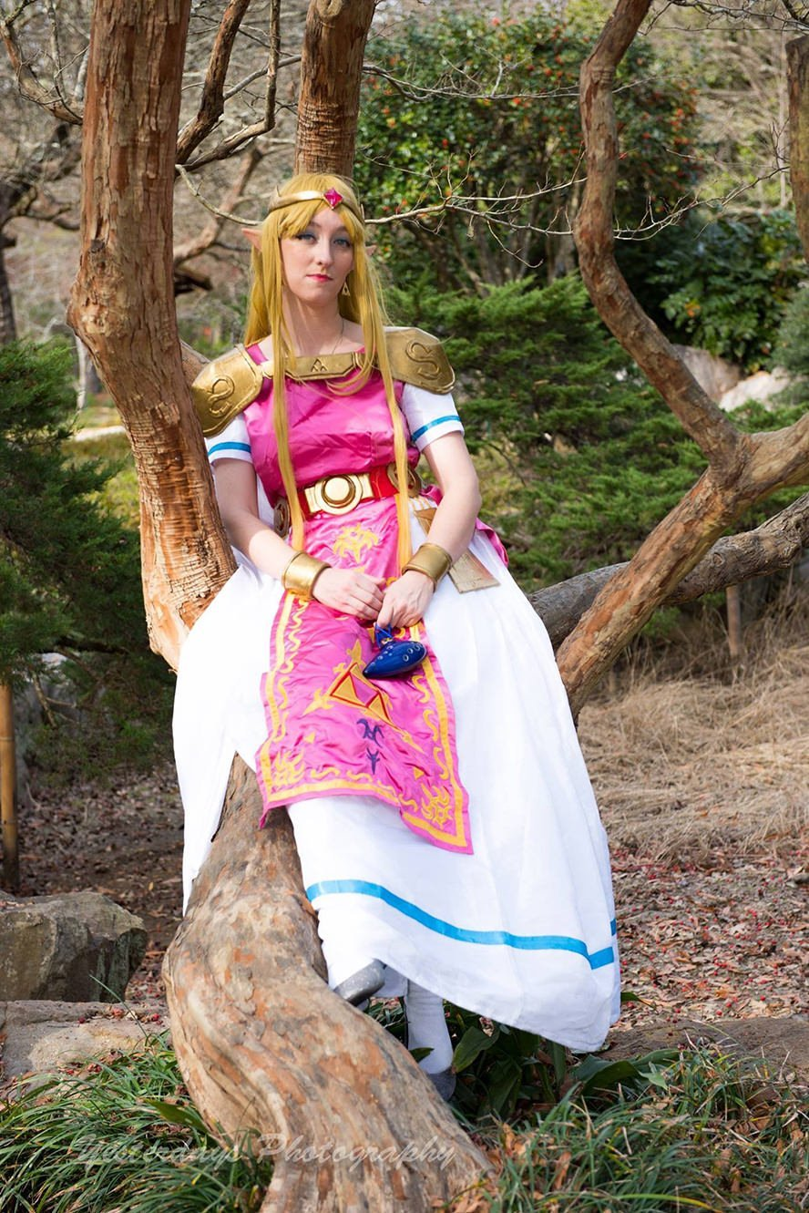 Princess-Zelda- Link-Between- Worlds-2
