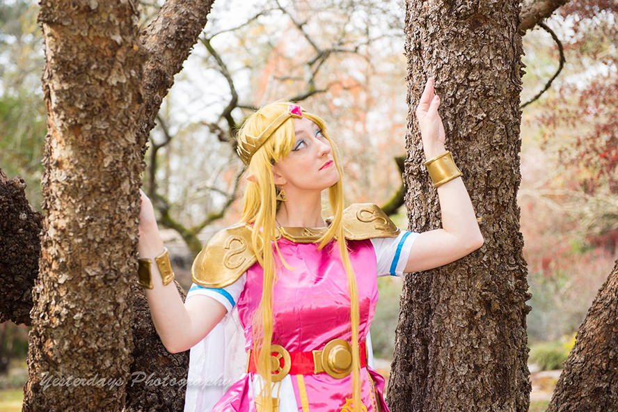 Princess-Zelda- Link-Between- Worlds-4