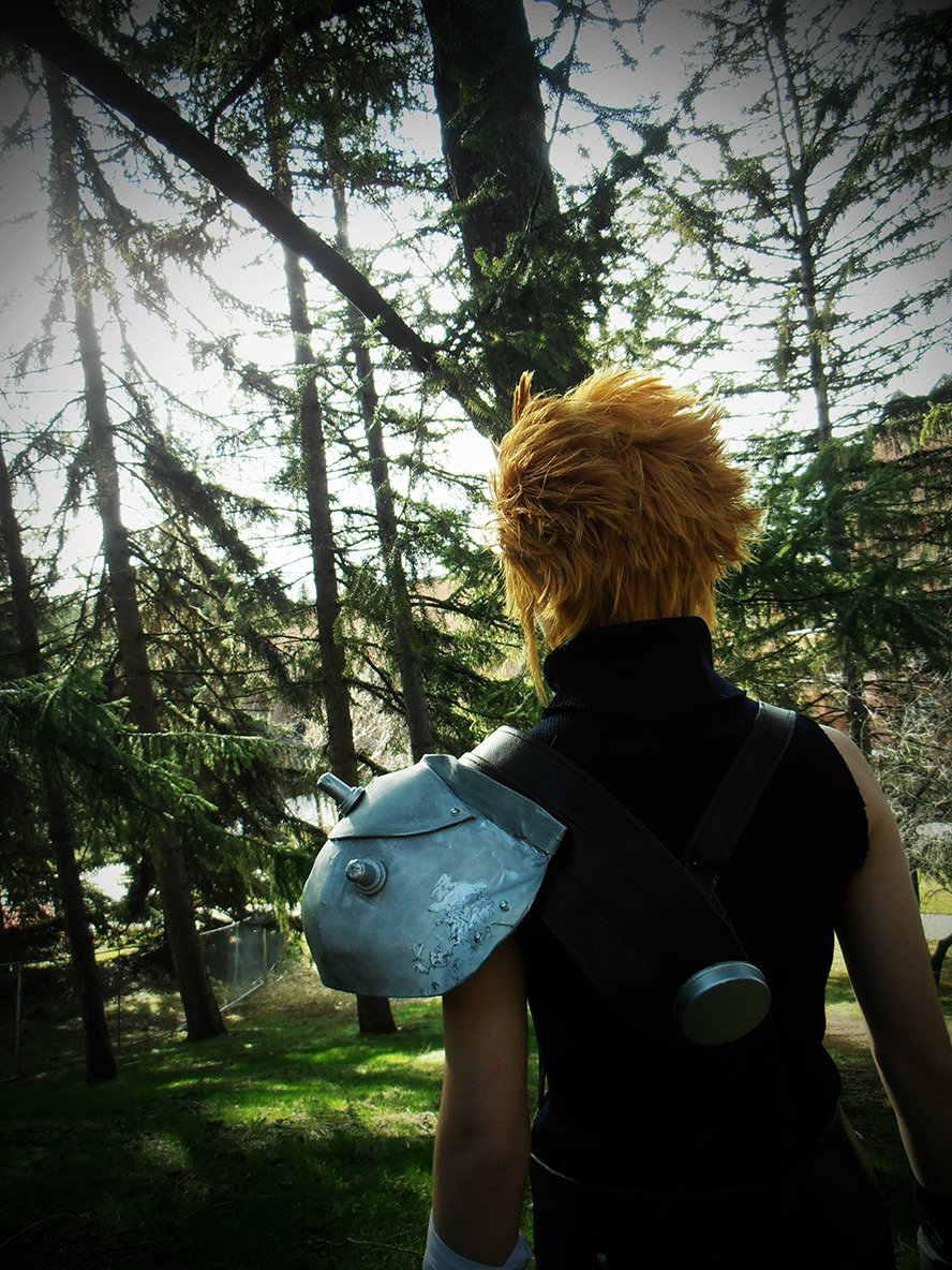 cloud-strife-final-fantasy-vii-cosplay-3