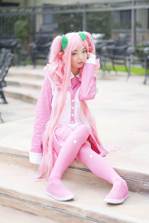 sakura-miku-hatsune-winter-version-cosplay-1